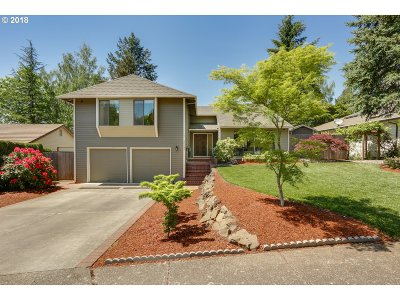 Portland Single Family Home For Sale: 10247 NW Alpenglow Way