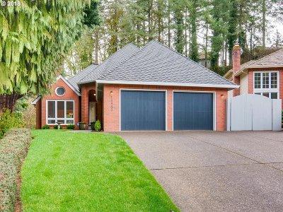 Lake Oswego Single Family Home For Sale: 15545 Village Park Ct