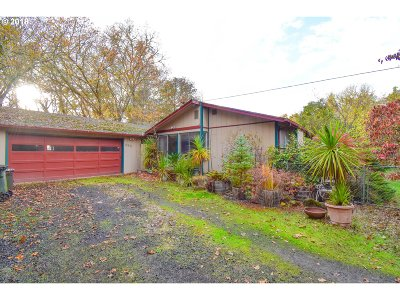 Roseburg Single Family Home For Sale: 633 River Bend Rd