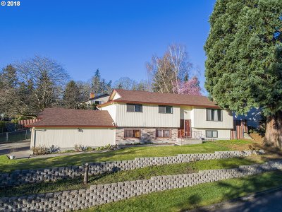 Milwaukie, Clackamas, Happy Valley Single Family Home For Sale: 5676 SE Hillwood Cir