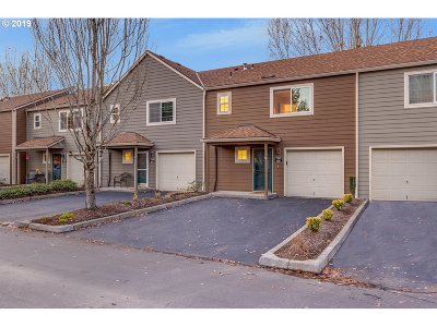Tualatin Condo/Townhouse For Sale: 7163 SW Sagert St #105