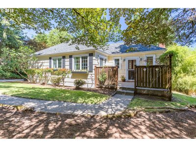 Portland Single Family Home For Sale: 9841 SW 25th Ave