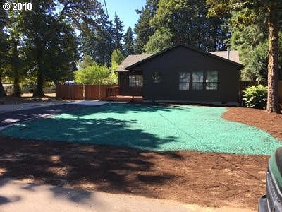 Milwaukie Single Family Home For Sale: 19421 SE Kay St
