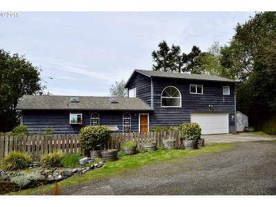 Gold Beach Single Family Home Bumpable Buyer: 33019 Hillside Acres Rd