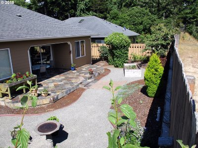 Coos Bay Single Family Home For Sale: 775 Edwards Ave