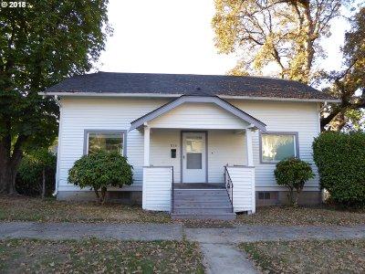 Clackamas County Single Family Home For Sale: 815 Van Buren St