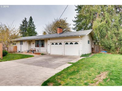 Milwaukie Single Family Home For Sale: 5537 SE Harlow St