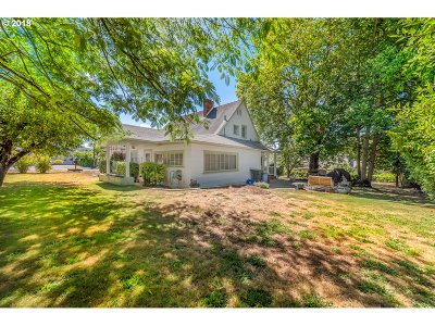 Roseburg Single Family Home For Sale: 1744 NW Estelle St