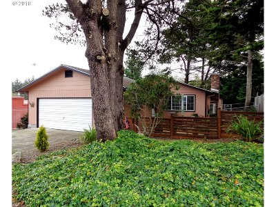 Coos Bay Single Family Home For Sale: 385 Radar Rd