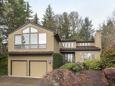 Portland Single Family Home For Sale: 6565 SW 88th Pl