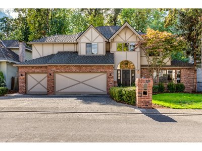 Lake Oswego Single Family Home For Sale: 5326 Westfield Ct