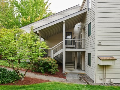 Beaverton Condo/Townhouse For Sale: 11810 SW Boones Bend Dr