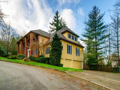 Lake Oswego Single Family Home For Sale: 26 Grouse Ter