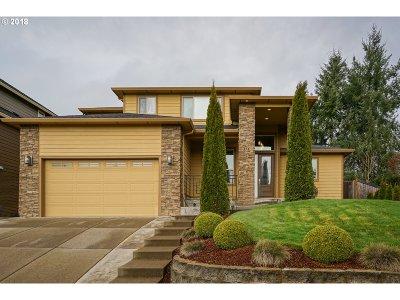 Salem Single Family Home For Sale: 131 Muirfield Ct