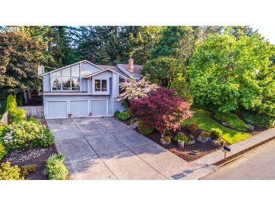 West Linn Single Family Home For Sale: 2055 Carriage Way