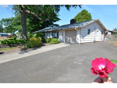 Portland Single Family Home For Sale: 2304 SE 180th Ave