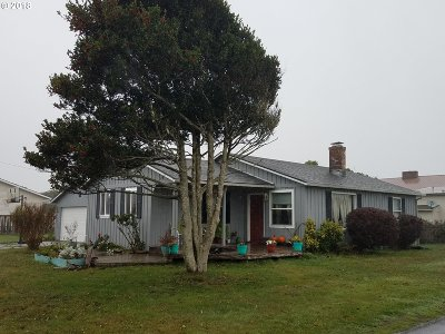Bandon Single Family Home For Sale: 820 12th St