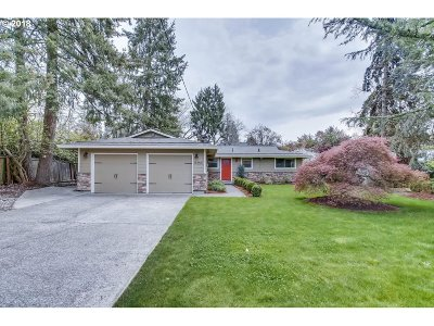 Lake Oswego Single Family Home For Sale: 19350 Marlin Ave