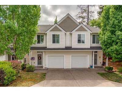 Milwaukie Condo/Townhouse For Sale: 18377 SE Trolley Ln