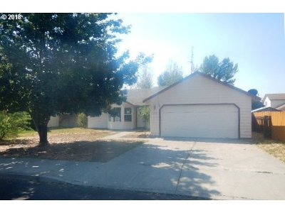 Single Family Home For Sale: 2808 SW Reindeer Ave