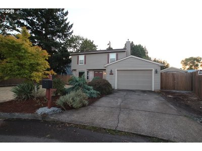 Molalla Single Family Home For Sale: 204 Christopher Ct