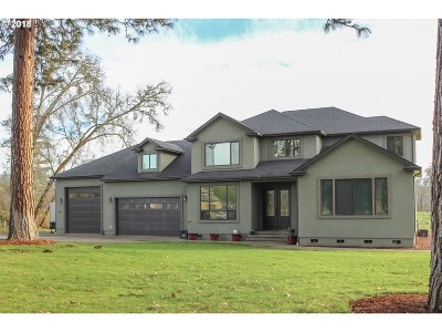 Roseburg Single Family Home For Sale: 104 River Club Dr