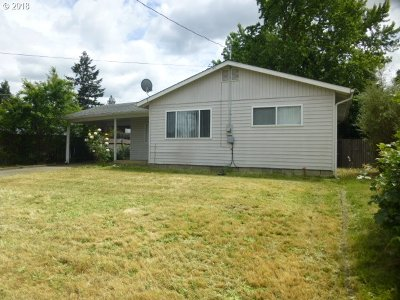 Roseburg Single Family Home For Sale: 451 NW Cecil Ave
