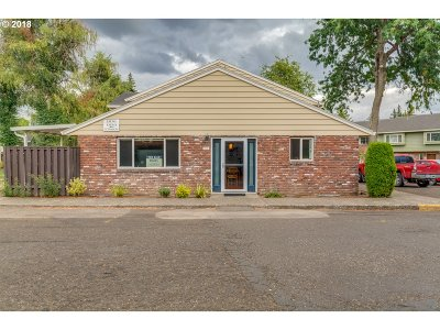 Gresham Condo/Townhouse For Sale: 1830 NE Hogan Dr