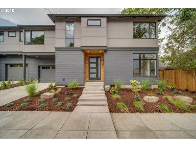Portland Single Family Home For Sale: 2115 SE Lambert Ave