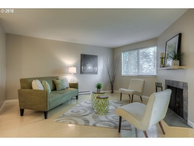 Lake Oswego Condo/Townhouse For Sale: 47 Eagle Crest Dr #49