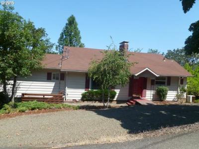 Roseburg Single Family Home For Sale: 522 SE Hillside Dr