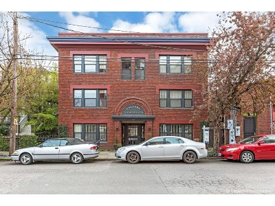 Condo/Townhouse For Sale: 2076 NW Johnson St #104