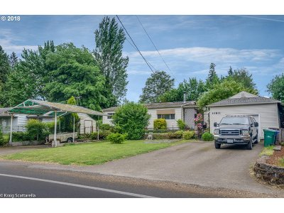 Milwaukie Single Family Home For Sale: 10831 SE Linwood Ave