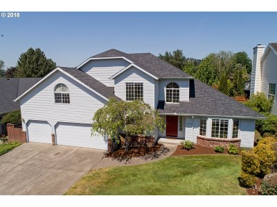 Clackamas Single Family Home For Sale: 11773 SE Market Dr