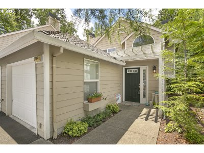 Lake Oswego Condo/Townhouse For Sale: 3954 Carman Dr