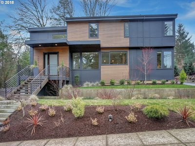 Portland Single Family Home For Sale: 10046 SW 25th Ave