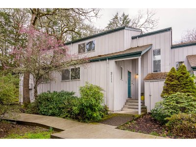 Eugene Condo/Townhouse For Sale: 2111 Hawkins Ln