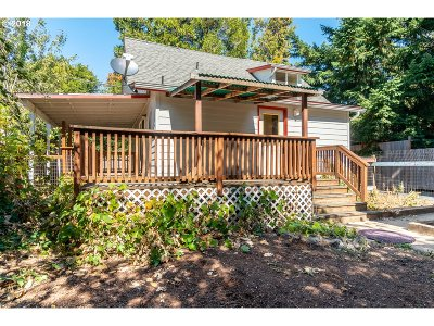 Eugene Single Family Home For Sale: 1768 W 13th Aly