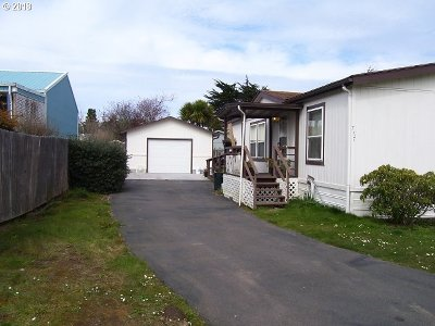 Bandon Single Family Home For Sale: 777 11th St