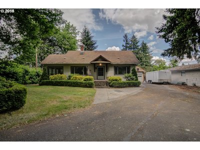 Milwaukie Single Family Home For Sale: 14018 SE River Rd