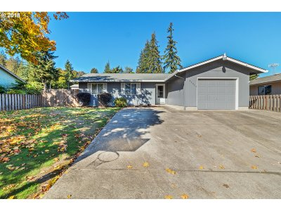 Scappoose Single Family Home For Sale: 53055 NW Olepha Dr