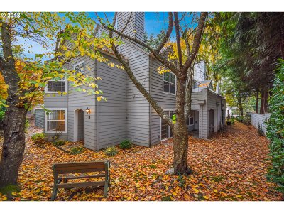 Wilsonville Condo/Townhouse For Sale: 8305 SW Curry Dr #D