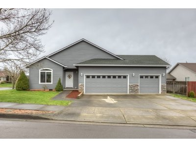 Oregon City Single Family Home For Sale: 15083 Persimmon Way