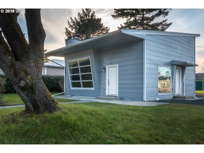 Coos Bay Single Family Home For Sale: 390 N Cammann