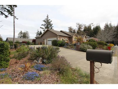 Bandon Single Family Home For Sale: 1167 12th St SE