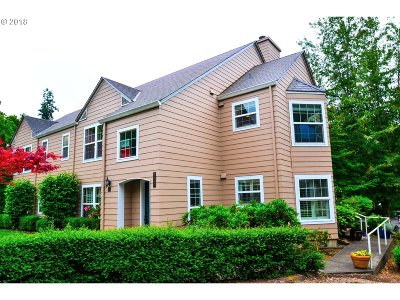 Wilsonville Condo/Townhouse For Sale: 8440 SW Curry Dr #C