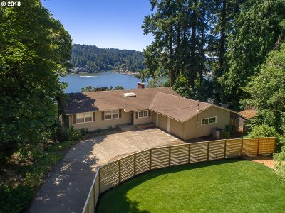 Lake Oswego Single Family Home For Sale: 3240 Upper Dr