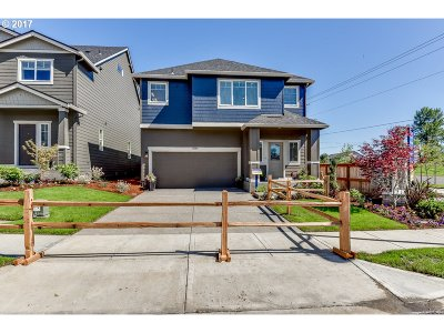 Happy Valley Single Family Home For Sale: 17199 SE Rhododendron St