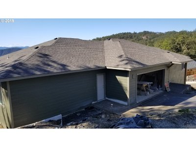 Roseburg Single Family Home For Sale: 1811 NE Alameda Ave #78