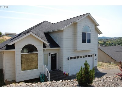 Roseburg Single Family Home For Sale: 4467 Melody Ln